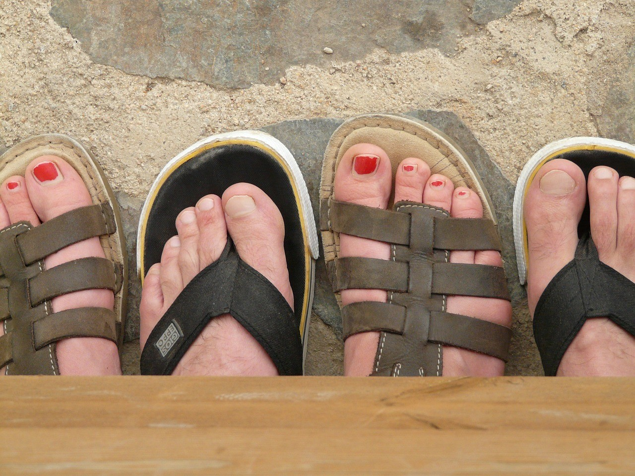 four foot comparing which foot wear the best walking sandals