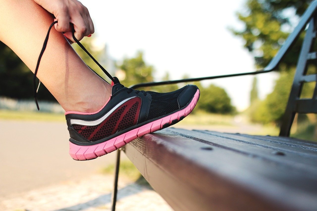 Tying lace for the best shoes for arch support